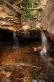 Cascada en parque nacional al aire libre con las rocas Imágenes de archivo libres de regalías
