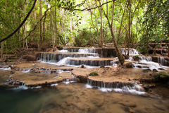 Cascada en parque nacional de la presa de Srinakarin Fotos de archivo