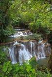 Cascada en parque nacional tailandés en el bosque profundo Fotografía de archivo libre de regalías