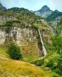 Cascada en Suiza imagen de archivo