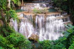 Cascada en Tailandia, llamada khamin de los mae de Huay o de Huai en Kanchan fotografía de archivo