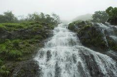 Cascada en Tamhini Ghat, Pune fotos de archivo