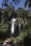 Cascada en una selva tropical enorme Imagen de archivo libre de regalías