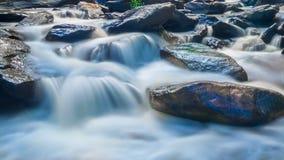 Cascada famosa de la cascada de MAEYA del parque nacional de Inthanon, Chiangmai, Tailandia almacen de video