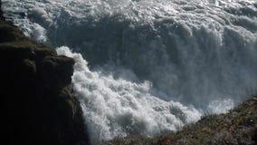 Cascada gigante en la cámara lenta almacen de video