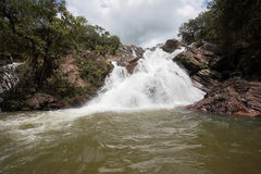 Cascada Goias el Brasil de Cachoeira Santa María Foto de archivo
