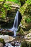 Cascada hermosa en el bosque imágenes de archivo libres de regalías