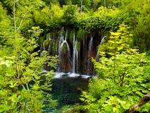 Cascada hermosa en el parque nacional de Plitvice Foto de archivo