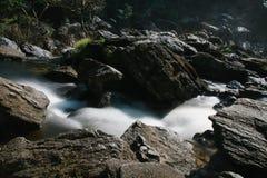 Cascada hermosa en Khlong Lan National Park, Tailandia Imagenes de archivo