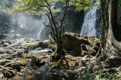 Cascada hermosa en Khlong Lan National Park, Tailandia Fotografía de archivo