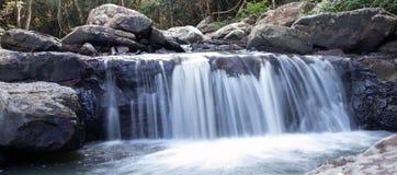 Cascada hermosa en mi país imagen de archivo