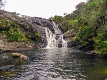 Cascada hermosa en Sri Lanka Imágenes de archivo libres de regalías