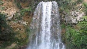 Cascada hermosa Veliki Buk, Lisine en Serbia almacen de video