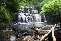Cascada hermosa y fuente importante para el agua dulce Fotos de archivo libres de regalías