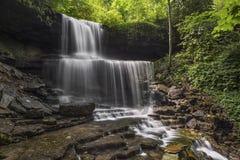 Cascada idílica Imagenes de archivo