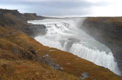 Cascada impresionante de Gullfos debajo del cielo nublado, Islandia Fotografía de archivo