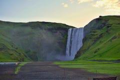 Cascada islandesa famosa en la Islandia meridional Foto de archivo libre de regalías