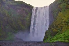 Cascada islandesa famosa en la Islandia meridional Imagen de archivo libre de regalías