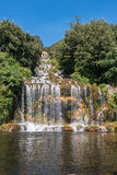 Cascada magnífica en el jardín de Caserta Royal Palace Imagenes de archivo