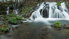 Cascada maravillosa Dokuzak en las montañas de Strandzha en primavera Fotos de archivo libres de regalías
