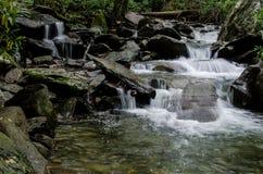 Cascada, montañas ahumadas Fotos de archivo