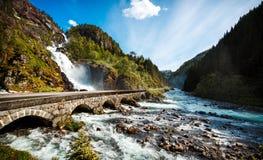 Cascada Noruega de Latefossen Imágenes de archivo libres de regalías