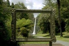 Cascada perfectamente enmarcada Fotos de archivo libres de regalías