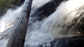 Cascada potente con el sonido almacen de metraje de vídeo