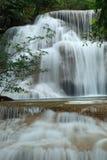 Cascada profunda del bosque en Kanchanaburi, Tailandia Foto de archivo
