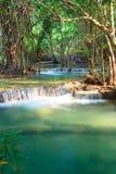 Cascada profunda en Kanchanaburi, Tailandia del bosque Imágenes de archivo libres de regalías