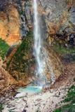 Cascada Rinka en las montañas eslovenas Foto de archivo libre de regalías