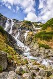 Cascada Siklawa de la montaña en Tatra polaco Fotos de archivo libres de regalías