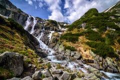 Cascada Siklawa de la montaña en Tatra polaco Foto de archivo