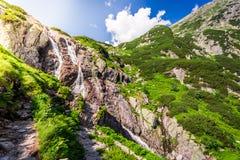 Cascada Siklawa en las montañas de Tatra Imágenes de archivo libres de regalías