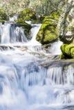 Cascada Skaklia, pueblo de Bov, garganta de Iskarsko Fotografía de archivo libre de regalías