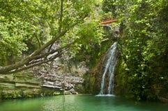 Cascada Sunlit Fotografía de archivo libre de regalías