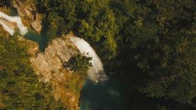 Cascada tropical hermosa Isla de Filipinas Cebú almacen de metraje de vídeo