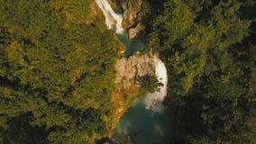 Cascada tropical hermosa Isla de Filipinas Cebú metrajes