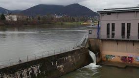 Cascada video del río almacen de metraje de vídeo