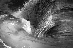 Cascada Whirlpool como fondo tranquilo blanco y negro foto de archivo
