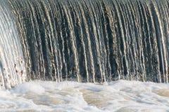 Cascada y agua que remolina Foto de archivo libre de regalías