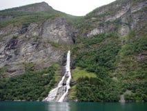 Cascada y fiordo Foto de archivo libre de regalías