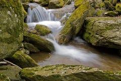 Cascada y Rocas efecto seda Royalty Free Stock Images