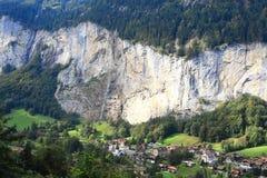 Cascada y valle de Lauterbrunnen fotos de archivo libres de regalías