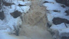 Cascada Yukankoski, mañana de abril Karelia almacen de video