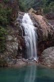 Cascadas acometidas oficial de la montaña Imagen de archivo