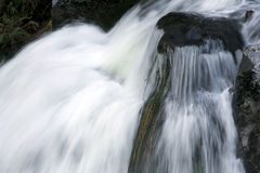 Cascadas con las rocas grandes Imagen de archivo