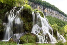 Cascadas de beaumes-Les-Messieurs - el Jura - Francia imagen de archivo