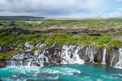 Cascadas de Hraunfossar - Islandia occidental Imagenes de archivo
