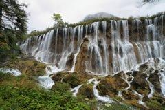 Cascadas de Nuorilang en Jiuzhaigou, China, Asia Foto de archivo libre de regalías